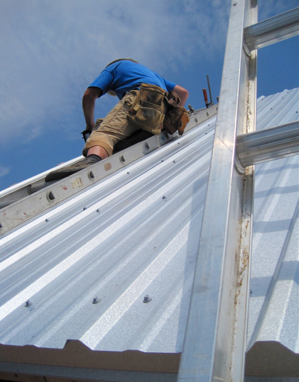 Steel Roof Installation : Advantages of a metal roof